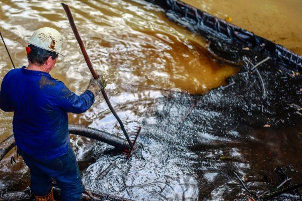 Emergencia ambiental en Colombia por fuga de petróleo