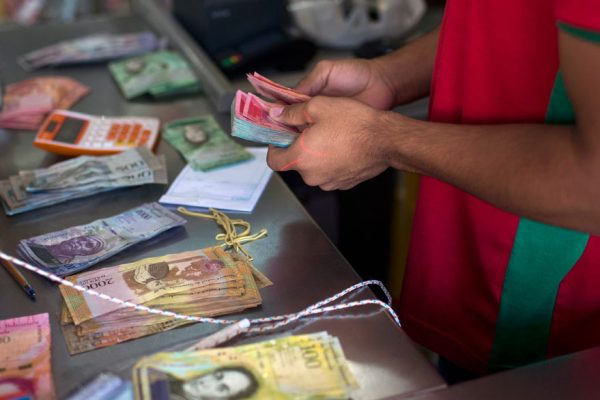 Dólar negro e inflación siguen sin freno en Venezuela