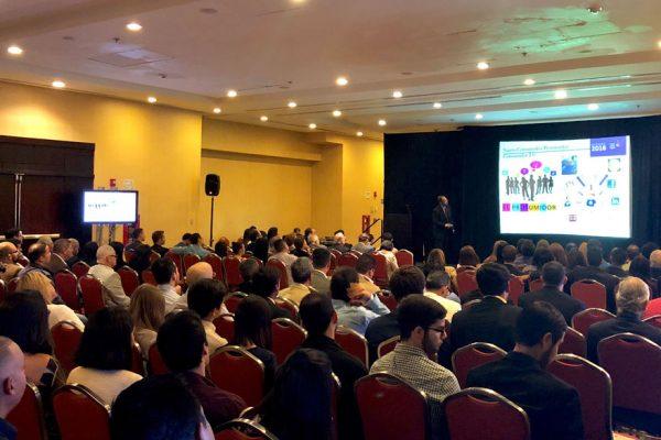 Aaron Olmos: Estamos en medio de un cambio de paradigma económico