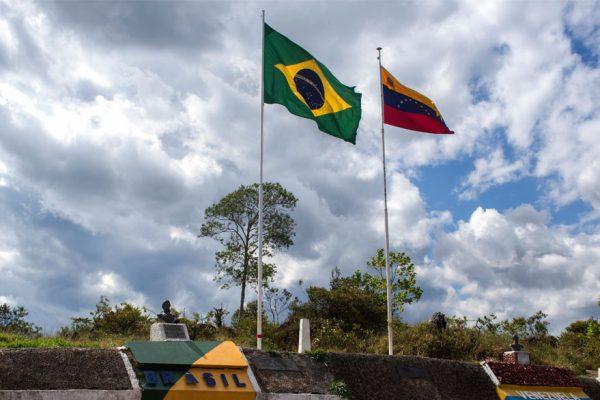 Maduro cierra frontera con Brasil y evalúa la misma medida con Colombia