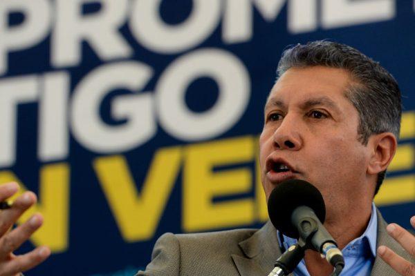 Henri Falcón denuncia agresión de chavistas durante mitin en Catia