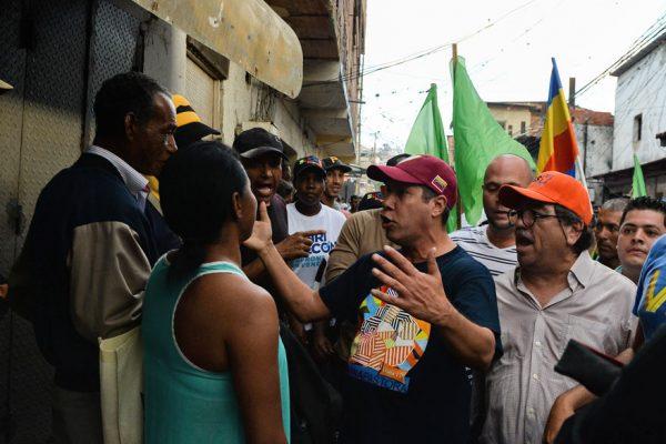 «¡Queremos comida!»: le gritan a Henri Falcón en Petare