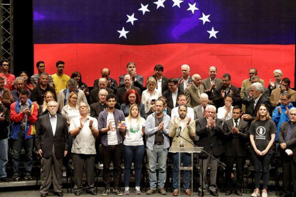 Oposición se juega otra carta incierta en su lucha contra Maduro