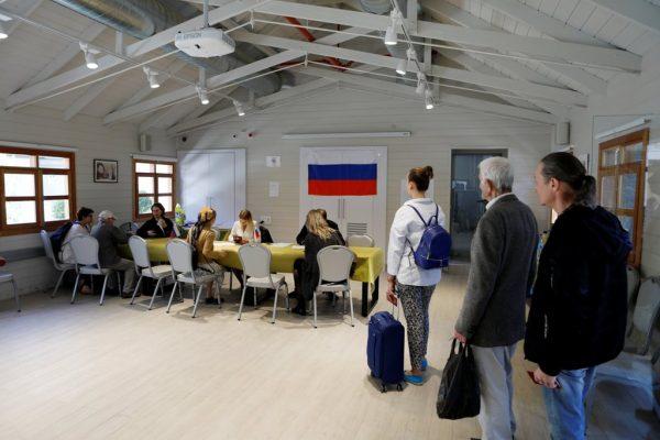 Rusia vota con Putin como favorito para un cuarto mandato