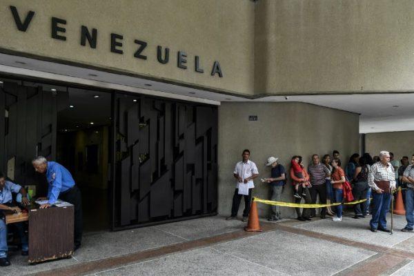 Reporteros chilenos serán deportados tras 14 horas de detención en Venezuela