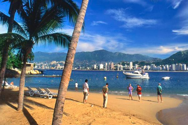 México estudia declarar actividad prioritaria al turismo en medio de pandemia