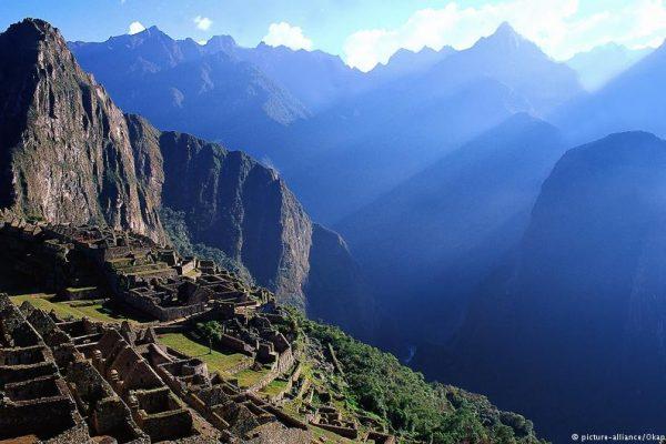 Perú declara emergencia sanitaria en zonas turísticas por brote de Guillain Barré