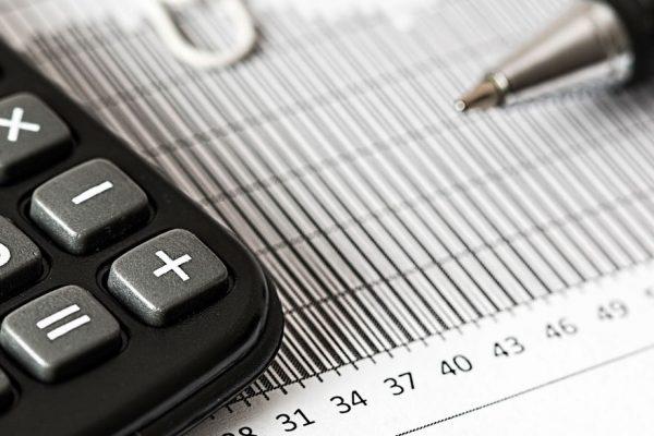 Ingresos en cuentas bancarias vs carga impositiva