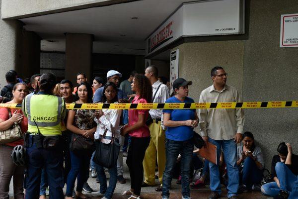 Venezolanos abarrotaron consulado chileno en busca de visa especial