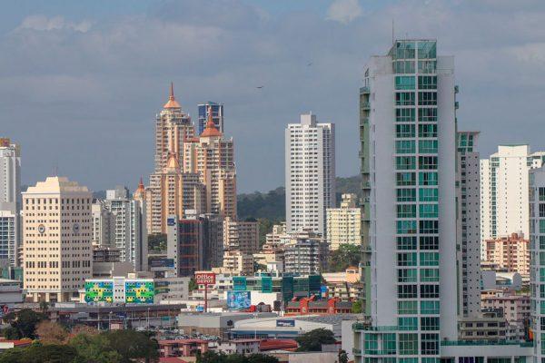 Presidente de Panamá pide ayuda a Trump para enfrentar pandemia