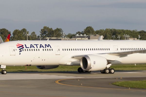 LATAM reducirá por dos meses sus vuelos a Europa y EE.UU por el Covid-19