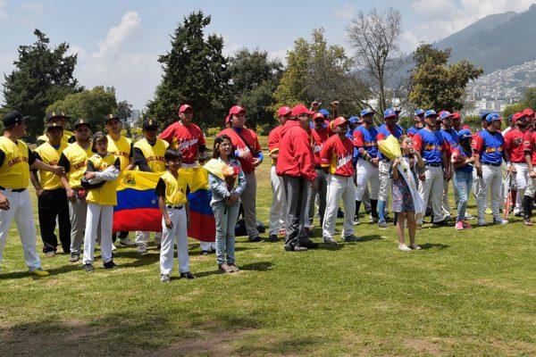 Venezolanos en Quito, el sóftbol contra la nostalgia