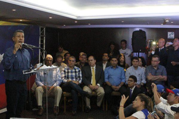 Henri Falcón desconoce las elecciones y pide repetirlas