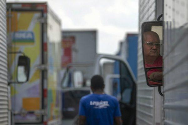 Brasil al borde del colapso económico por huelga de camioneros