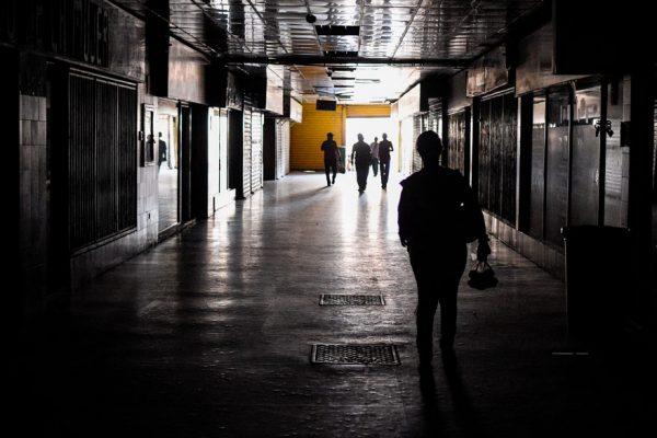 Nuevo blackout: se repiten la parálisis, el hundimiento económico y las excusas