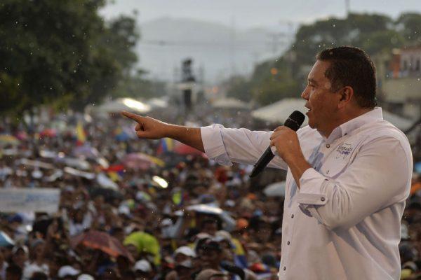 Bertucci cerró su campaña prometiendo «ayuda humanitaria»