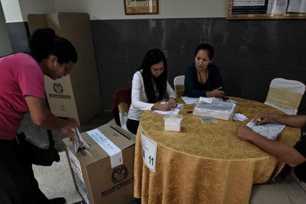 Votantes colombianos en Venezuela piden apoyo ante la crisis