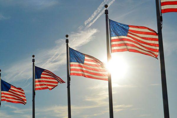 Déficit comercial de EEUU cayó 12,2% por fuerte reducción de importaciones