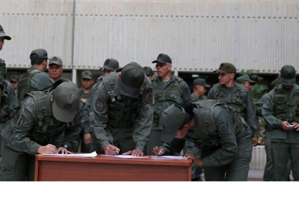 Militares firmaron declaración de lealtad a Maduro