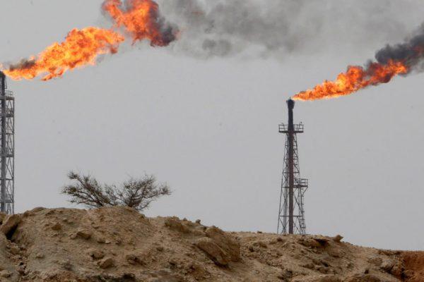 Petróleo se ubica en precios máximos desde marzo por caída de reservas en EEUU