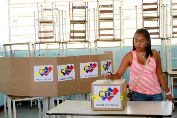 EFE: Venezuela se alista para las presidenciales partida en dos pedazos