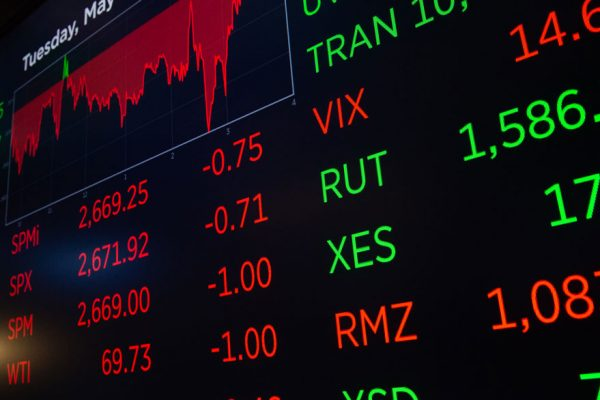 Wall Street inicia su última jornada de una semana negra con nuevas caídas