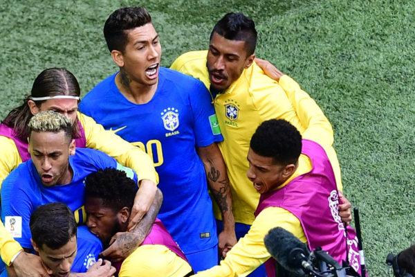 Brasil gana 2-0 a Costa Rica en el descuento y se acerca a octavos