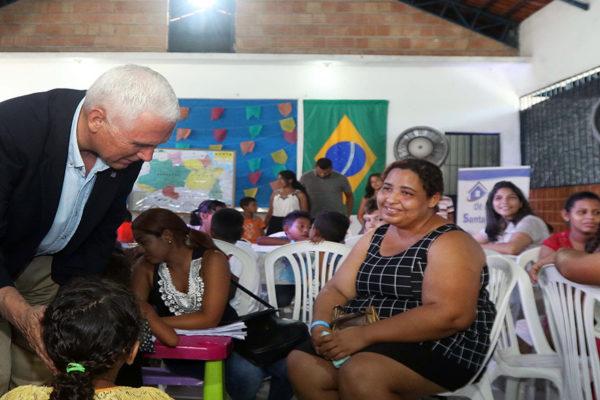 Pence visita centro de refugiados venezolanos en Brasil