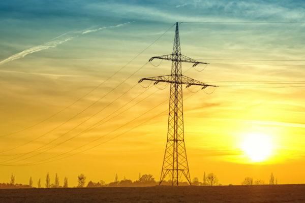 Demanda mundial de electricidad caerá un histórico 2% en 2020