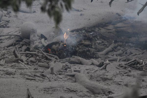 Erupción de volcán de Fuego deja al menos 62 muertos