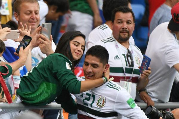 México gana 2-1 a Corea del Sur y apunta a octavos de final