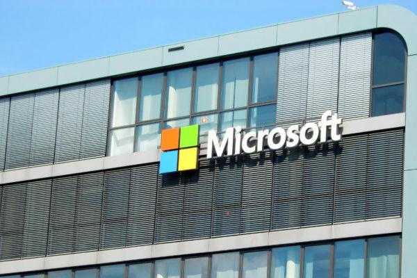 Microsoft registró más ganancias de lo esperado por los servicios empresariales y la nube
