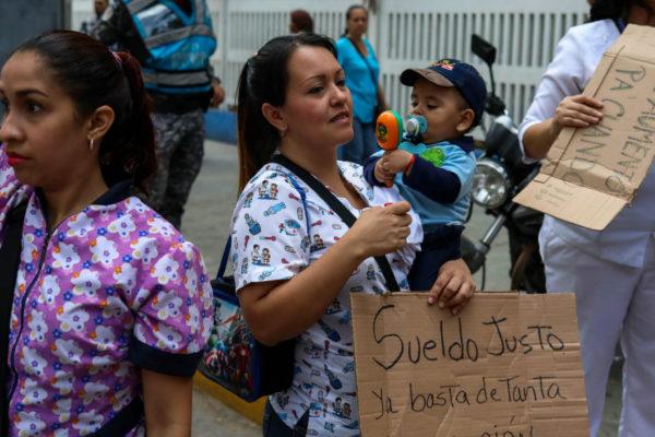 Enfermeros venezolanos cumplen quinto día de protestas
