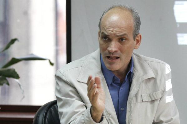 Ministro Menéndez denuncia «robo» de US$5.000 millones que boicotea programas sociales