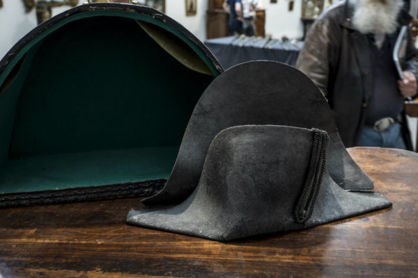 Subastan sombrero bicornio de Napoléon por 350.000 euros