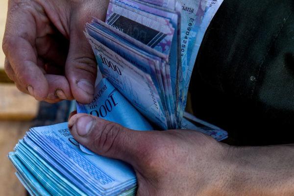 Ejecutivo establecerá horario restringido para retirar dinero en efectivo de los bancos
