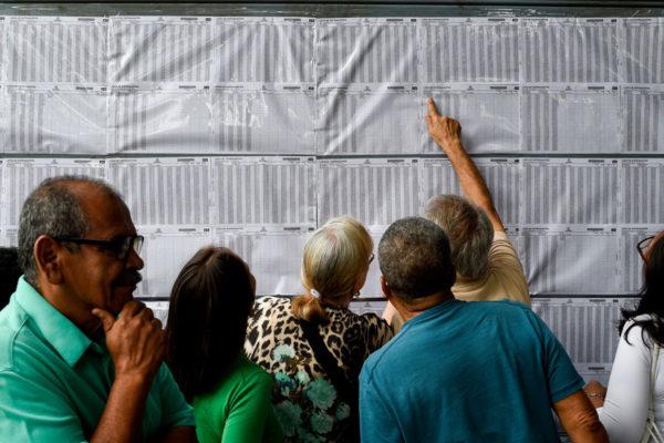 Colombianos en Venezuelavotan en plena ola migratoria