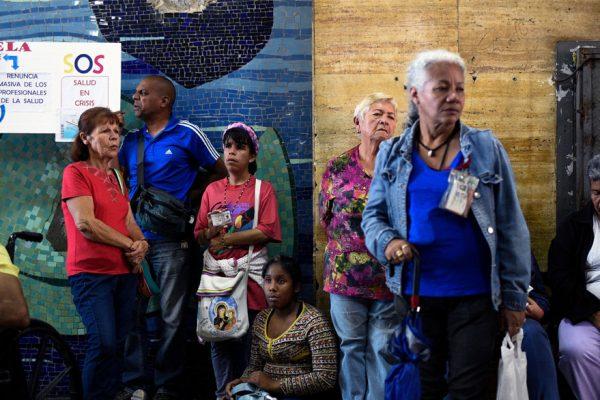 Pacientes venezolanos ruegan por medicinas