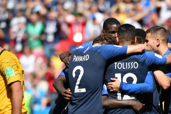 Francia vence 2-1 a Australia en el debut del VAR en un Mundial