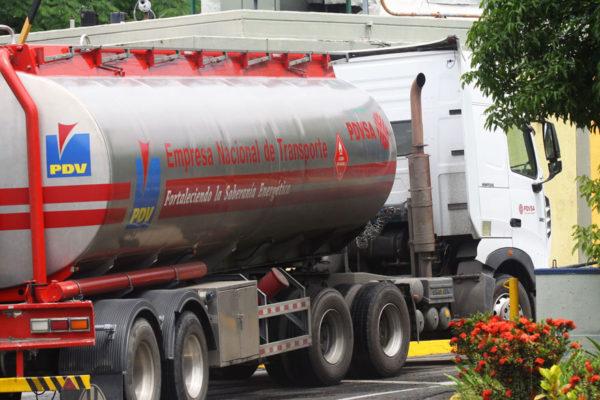 Venezuela importa 600.000 barriles de gasolina luego de «largas y complejas maniobras»