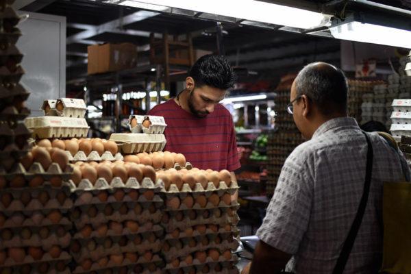 Nuevo salario mínimo solo alcanza para un cartón de huevos