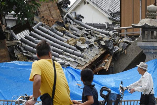 Terremoto en Japón causa cierres de fábricas y tumba la Bolsa