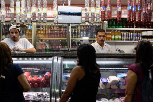 Precios de alimentos en el centro de Caracas estables tras apagones