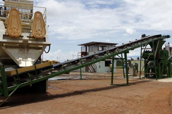 Maduro espera conseguir 33.000 millones de euros con nuevo plan minero