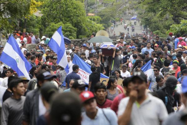 Economía de Nicaragua en caída libre en medio de su peor crisis en décadas