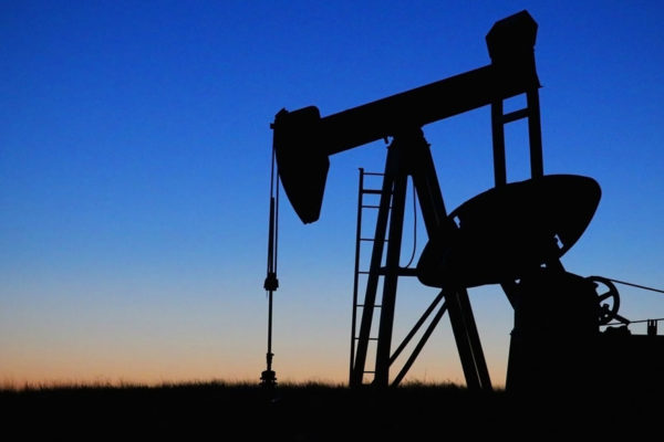 El petróleo se repliega en un mercado prudente