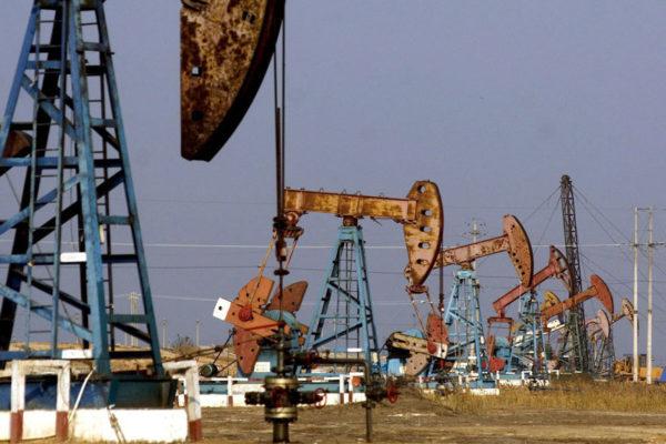 Petróleo abre a la baja presionado por el aumento semanal de inventarios en EE.UU