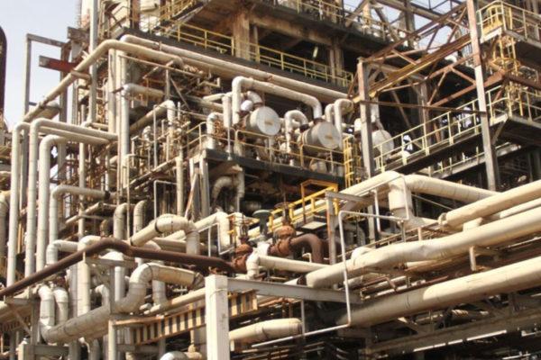 Colapso de oleoducto derrumba producción de gasolina en Cardón