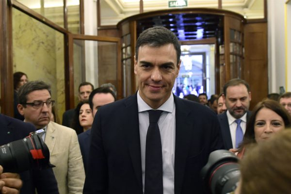 Sánchez derriba a Rajoy y es el nuevo presidente del gobierno español