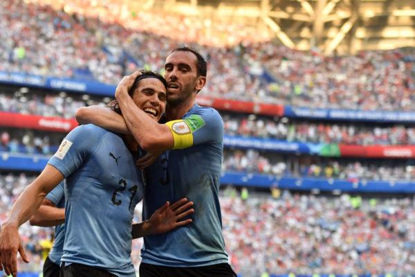 Uruguay golea a Rusia y queda primero en su grupo